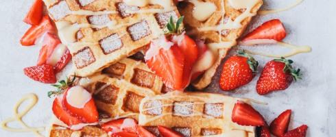 Arme Ritter, French Toast, Waffeln, selbstgemacht, karamell, Soße, Creme, Dulce de leche, Erdbeeren, Dessert